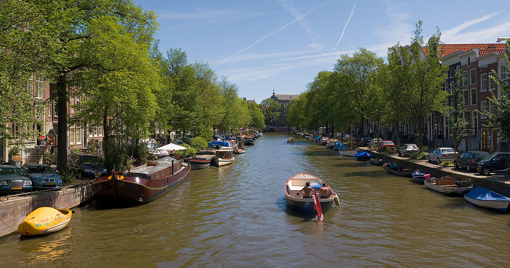 1000px-Amsterdam_Canals_-_July_2006